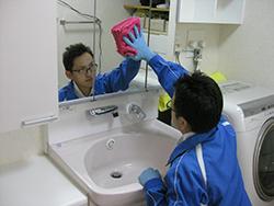 洗面化粧台クリーニング ステップ02