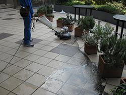 タイル、石床アク抜き洗いの流れステップ3